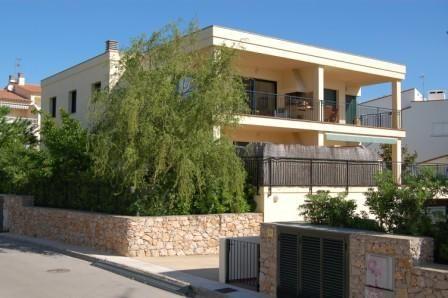 Vue extérieure de la location Location Appartement 75093 Llança