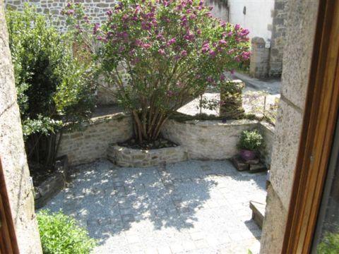Cour Location Maison 10696 Carnac