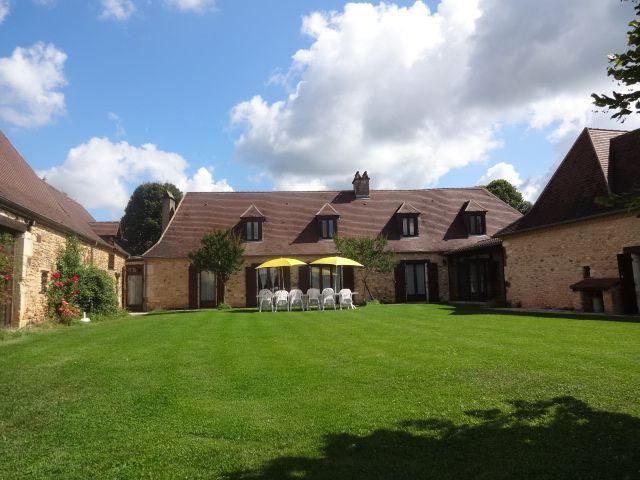 Vue extérieure de la location Location Maison 12399 Les Eyzies de Tayac