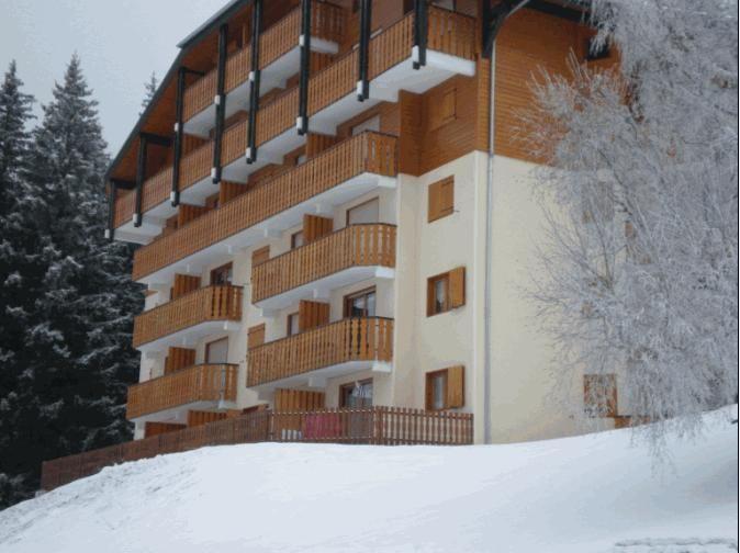 Vue extérieure de la location Location Appartement 14521 Drouzin Le Mont