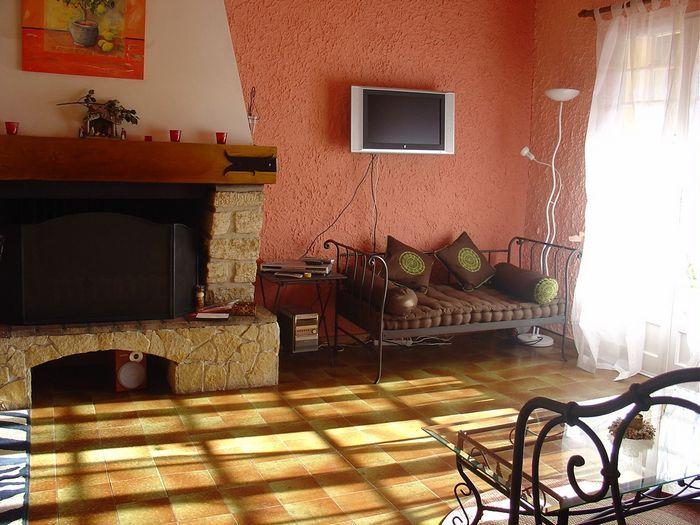 Salon Location Maison 16202 Caromb