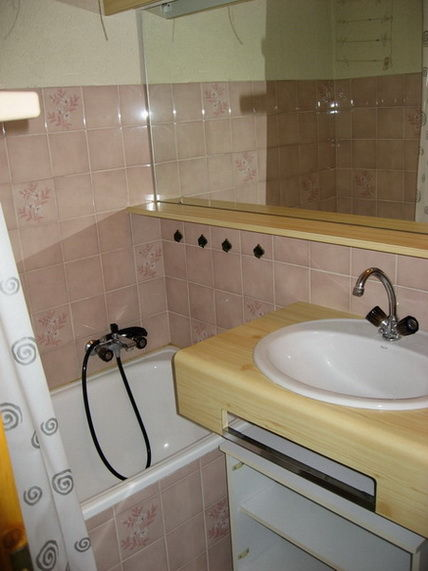 salle de bain Location Studio 16574 Châtel
