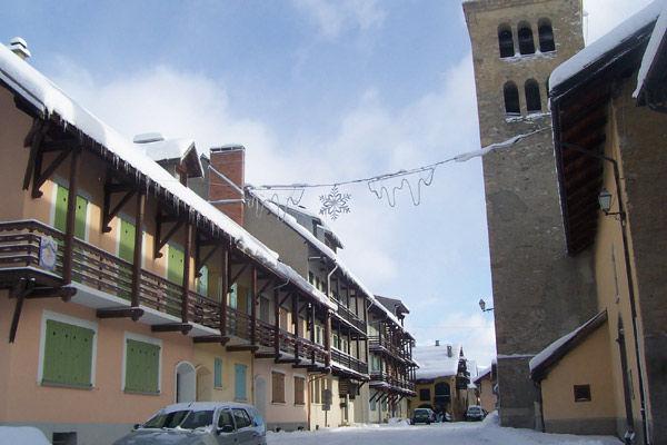 Vue extérieure de la location Location Maison 16964 Montgenevre