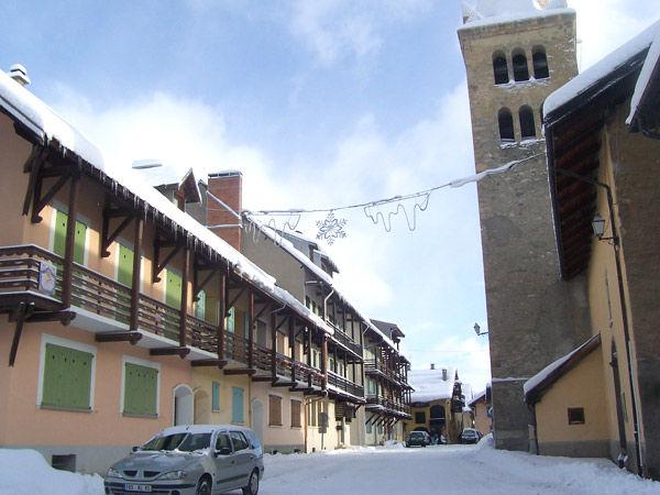 Vue extérieure de la location Location Maison 17180 Montgenevre