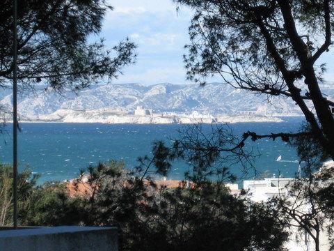 Vue de la terrasse Location Appartement 18588 Marseille
