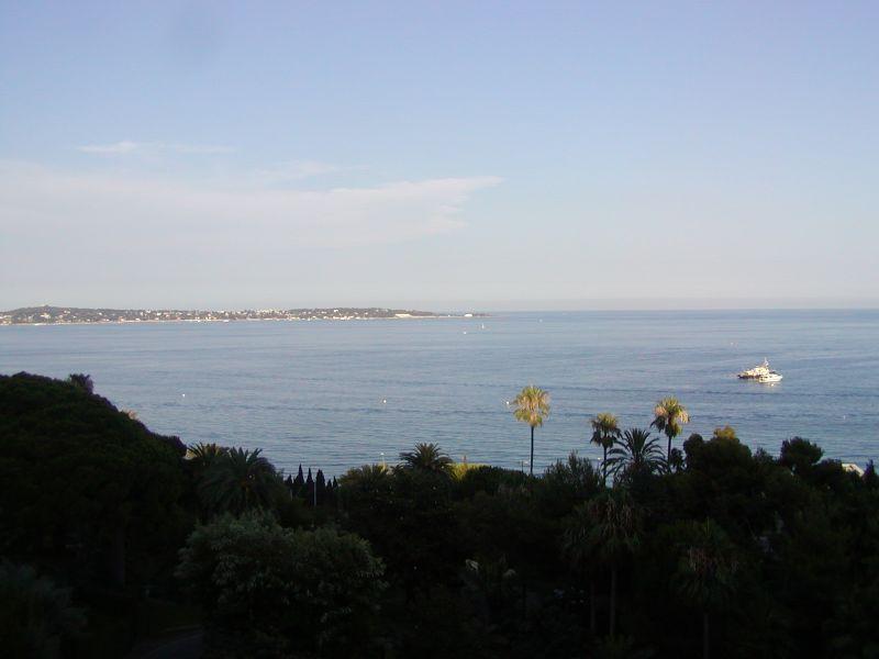 Vue de la terrasse Location Appartement 24962 Cannes