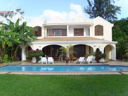 Vue extérieure de la location Location Villa 45465 Trou-aux-biches