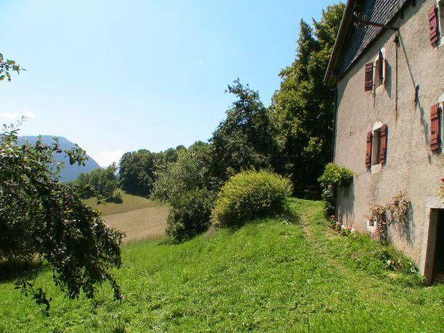 Vue extérieure de la location Location Maison 4881 Bernex
