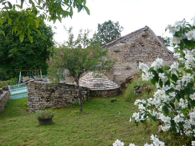 Vue extérieure de la location Location Gite 51135 Saint-Cirq-Lapopie