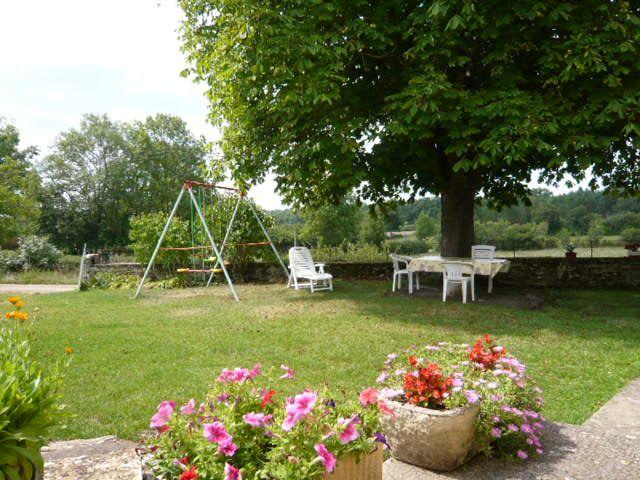 Cour Location Gite 51135 Saint-Cirq-Lapopie
