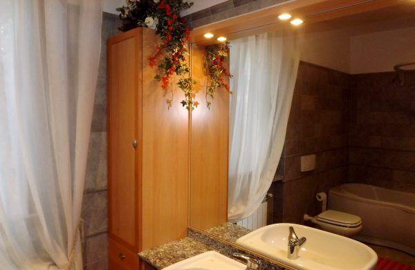 salle de bain 1 Location Villa 52033 Verbania