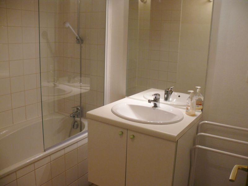 salle de bain Location Appartement 107051 Dinard
