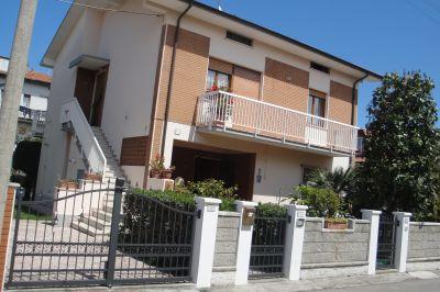 Vue extérieure de la location Location Appartement 112791 Fano