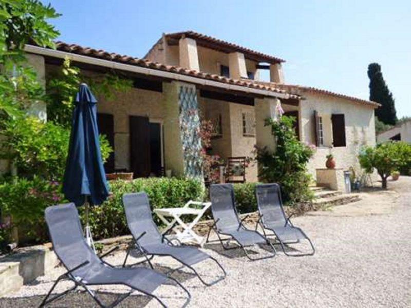Vue extérieure de la location Location Villa 117591 Sanary