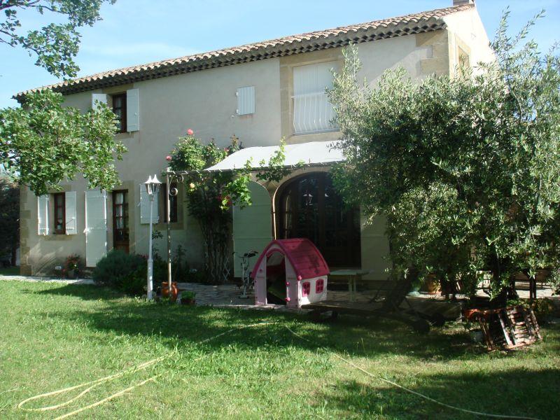 Vue extérieure de la location Location Villa 76186 Eygalières