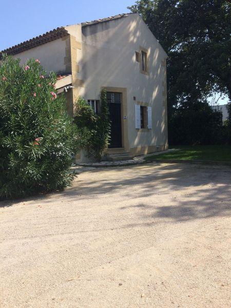 Entrée Location Villa 76186 Eygalières