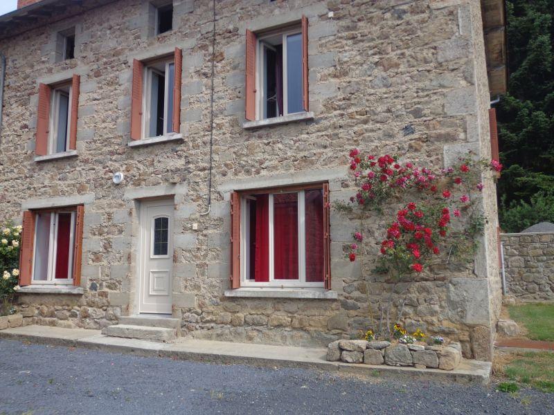 Vue extérieure de la location Location Gite 85778 Saint-Anthème