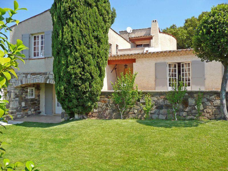 Vue extérieure de la location Location Villa 109162 Saint Tropez