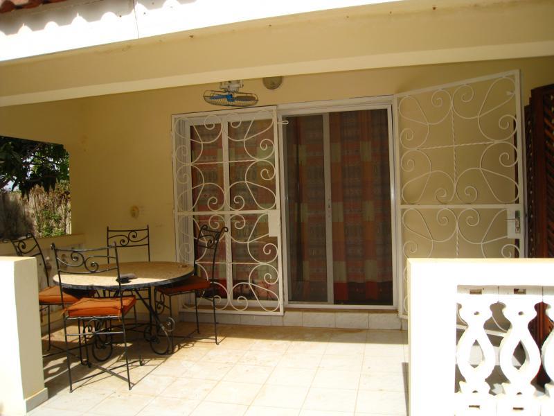 Vue extérieure de la location Location Appartement 69600 La Somone