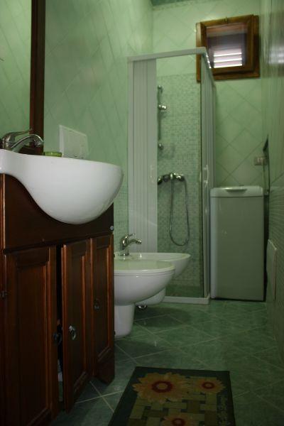 salle de bain 1 Location Appartement 88890 Andrano