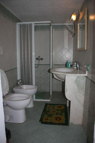 salle de bain 2 Location Appartement 88890 Andrano