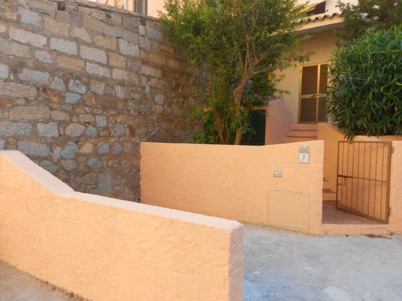 Vue extérieure de la location Location Studio 89150 La Maddalena