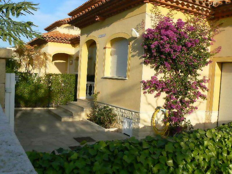 Vue extérieure de la location Location Maison 92760 Cambrils