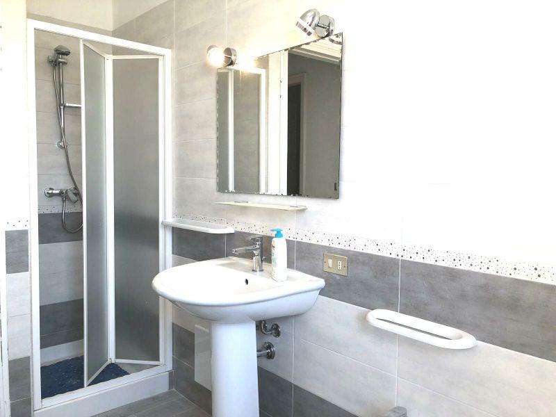 salle de bain Location Appartement 96353 Torre dell'Orso