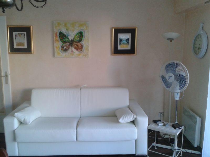 Salon Location Appartement 102878 Sainte Maxime