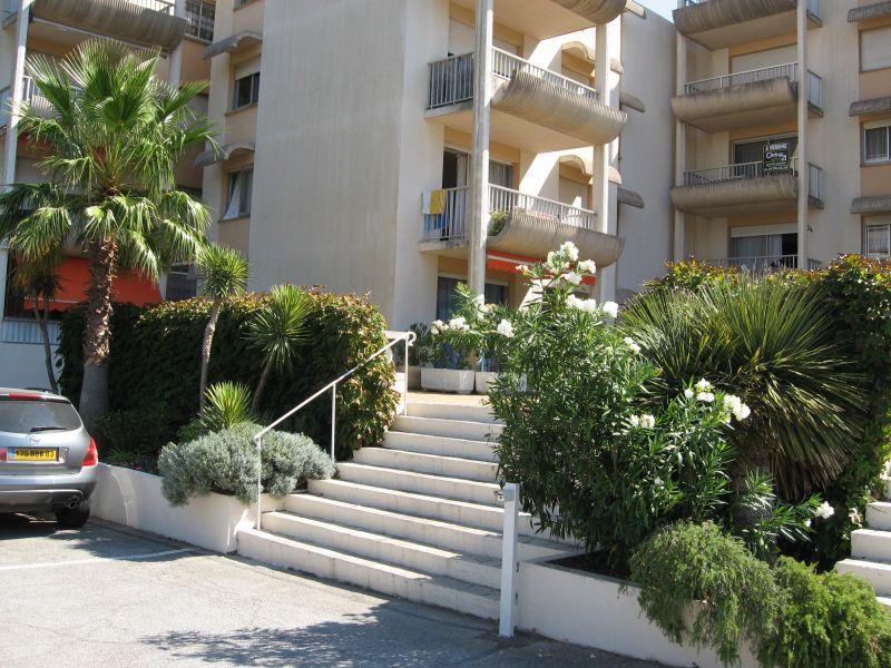 Vue extérieure de la location Location Appartement 102878 Sainte Maxime