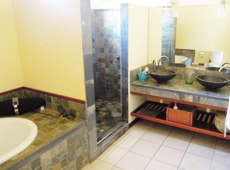 salle de bain Location Maison 106266 Pamplemousses