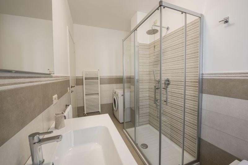 salle de bain Location Appartement 108838 Marotta