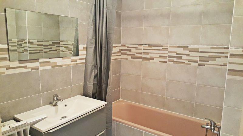 salle de bain Location Studio 109105 Hyères