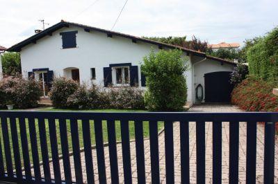 Vue extérieure de la location Location Villa 116576 Hendaye