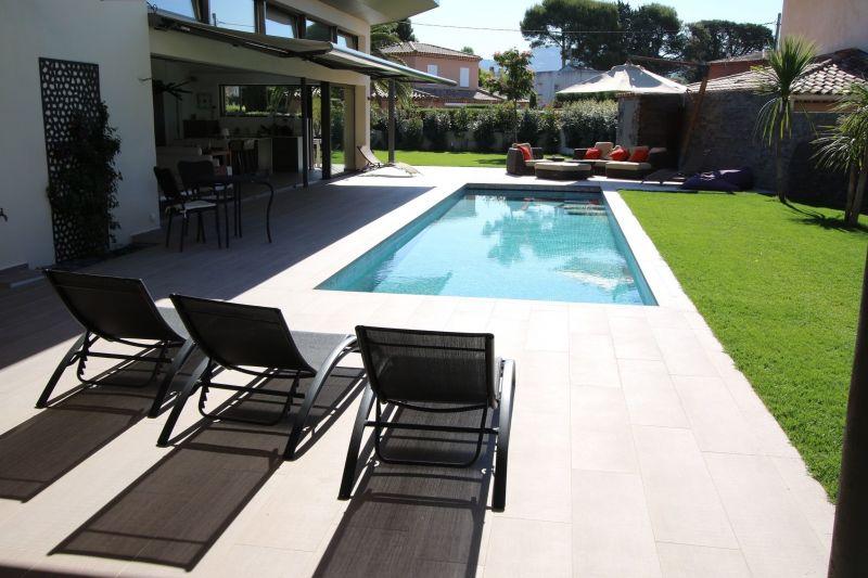 Vue extérieure de la location Location Villa 118107 Saint Cyr sur Mer