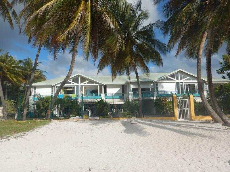 Vue extérieure de la location Location Appartement 73786 Sainte Anne (Guadeloupe)