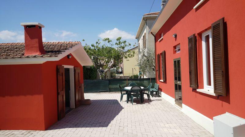 Vue extérieure de la location Location Appartement 84518 Fano