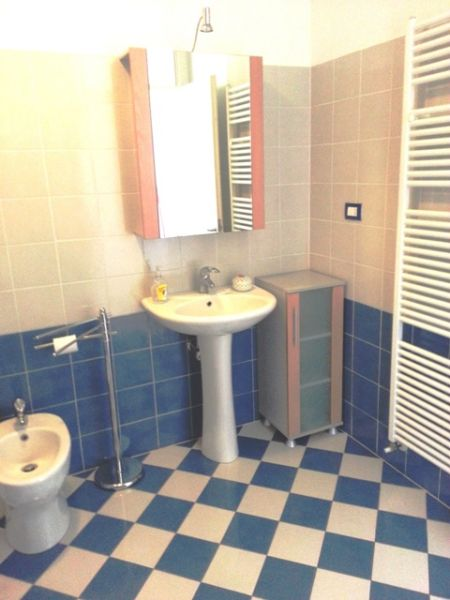 salle de bain Location Appartement 86087 Fano