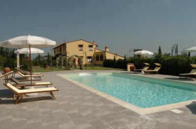 Piscine Location Appartement 93915 Livourne