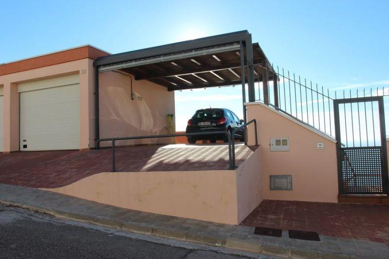 Parking Location Villa 113445 Rosas