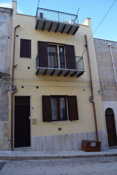 Vue extérieure de la location Location Appartement 113998 Castellammare del Golfo