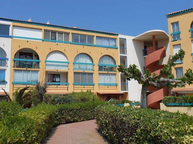 Vue extérieure de la location Location Appartement 114118 Le Barcares