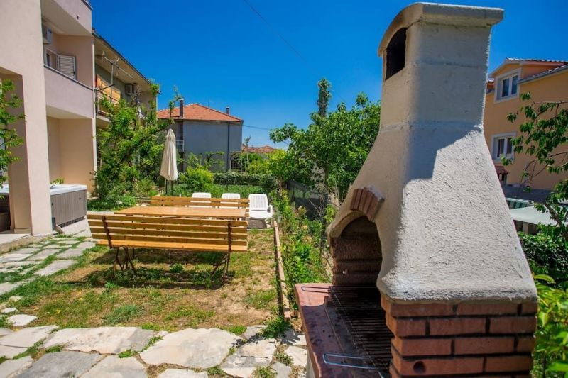 Cour Location Appartement 114346 Trogir