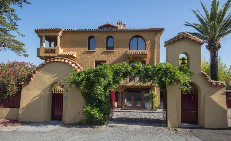 Vue extérieure de la location Location Appartement 119263 Saint Raphael