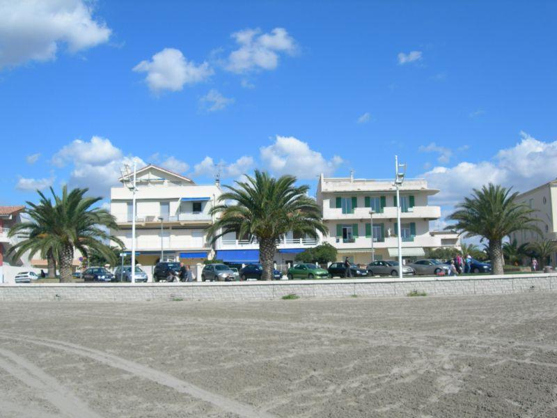Vue extérieure de la location Location Appartement 108260 Le Grau du Roi