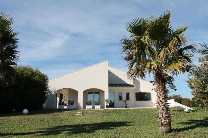 Vue extérieure de la location Location Villa 118904 Raguse