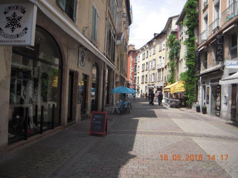 Vue extérieure de la location Location Appartement 120029 Grenoble