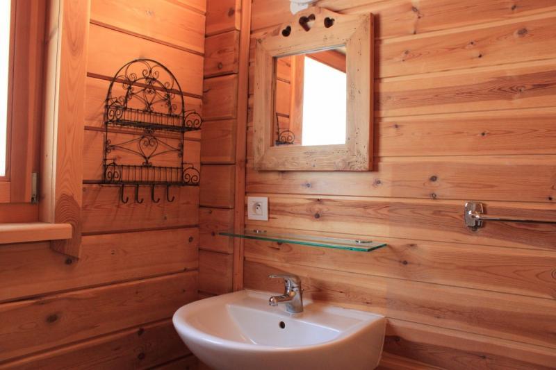 salle de bain 1 Location Chalet 69489 La joue du Loup