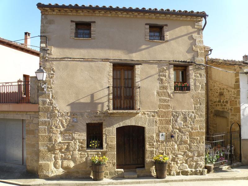 Vue extérieure de la location Location Gite 75993 Alquézar