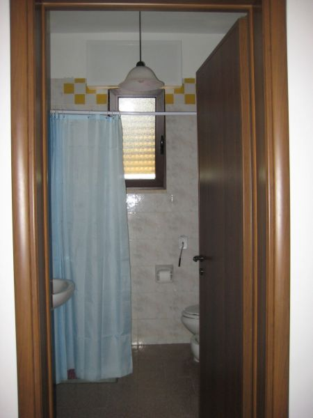 salle de bain 3 Location Maison troglodyte 78245 Gallipoli